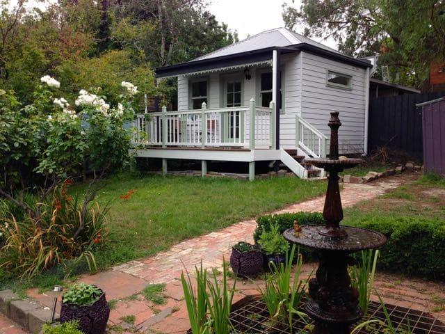 Victorian Garden Cottage - Surrey Hills - Cabana