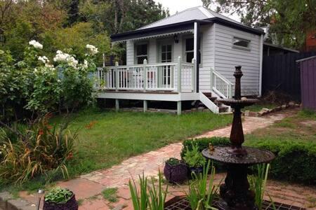 Victorian Garden Cottage - Surrey Hills