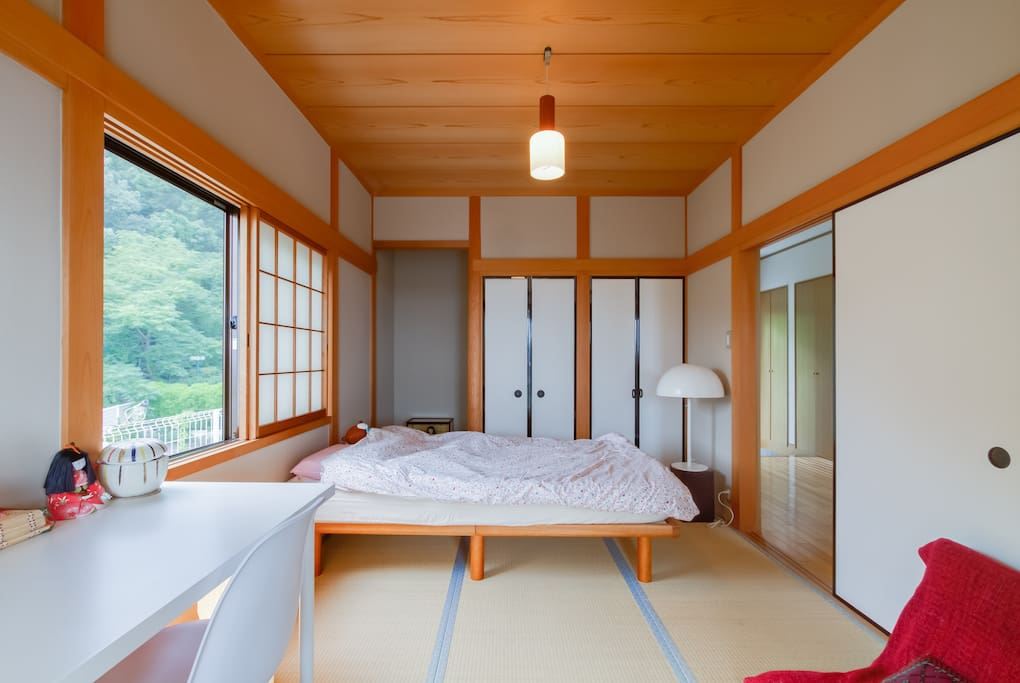 bright, natural Japanese-style room with semi-double bed