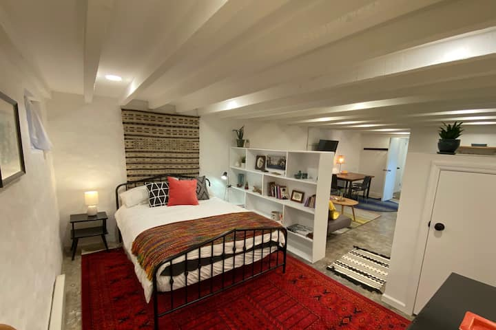 New modern private apartment close to the park