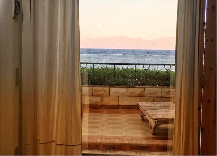 ☀BLUES☀ Beachfront Apartment