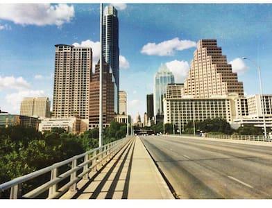 Apt in SOCO walking distance to Dt - Austin - Apartment