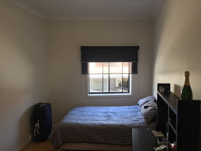Room close to Bondi