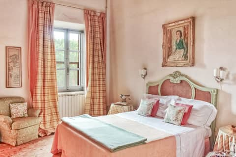 B&B in charming CASTLE with swimming pool