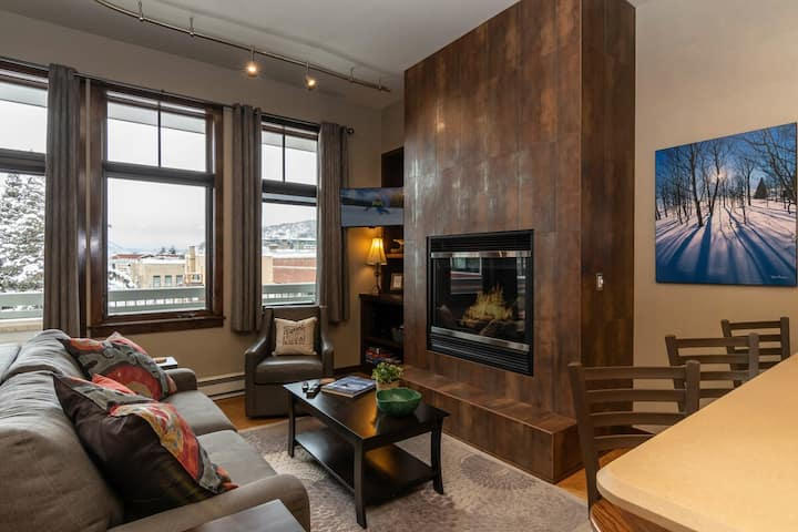 Super Sweet Downtown Condo | Fire Pit | Heated Parking | Ski Locker at Base
