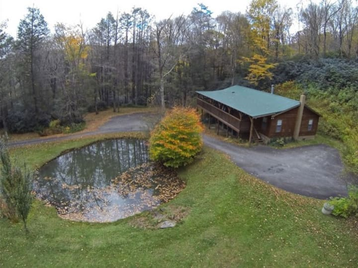 Mtn Memories Cabin Great location hot tub wifi