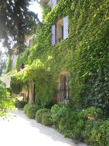 Le Mounestier, Prieuré de Charme en Provence - La Barben - Σπίτι