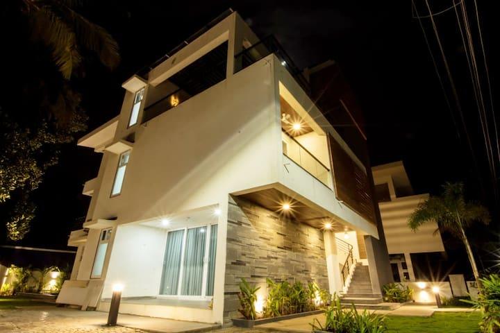 Chez Nous - Designer Villa in North Goa with Pool