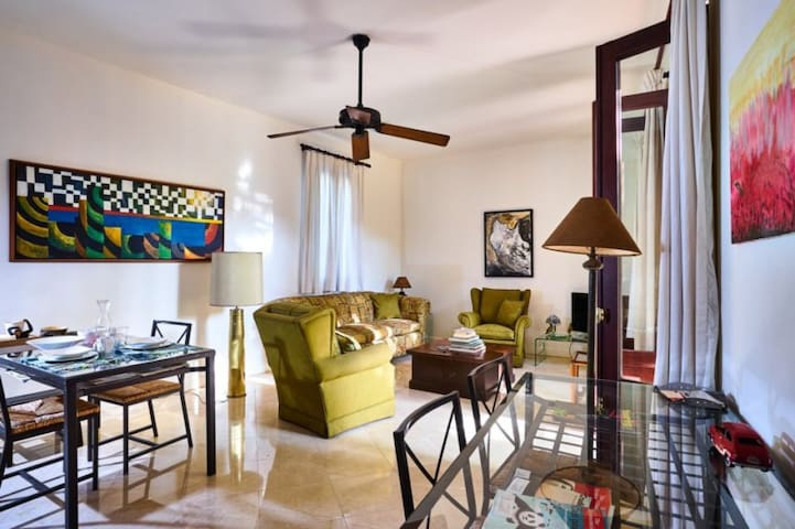 El 9 ; Entire Exquisite Colonial Apt with Pool