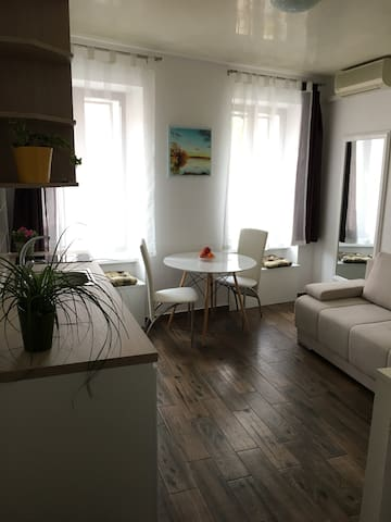 Bright little gem in town - Koper - Appartement