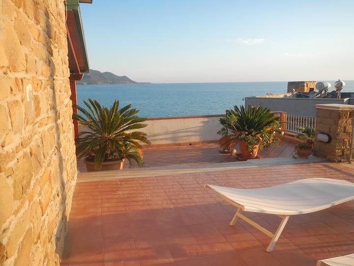Villa Anna - Apartment sopra with seaview.