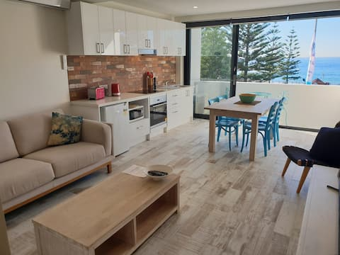 MODERN  coogee beach front 6 with parking