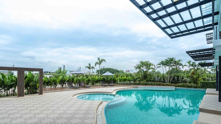 Varee/Unity/ACIS/ABS学校附近高端公寓,泳池健身房,免费接机服务