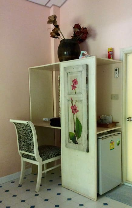 dressing table and refrigerator