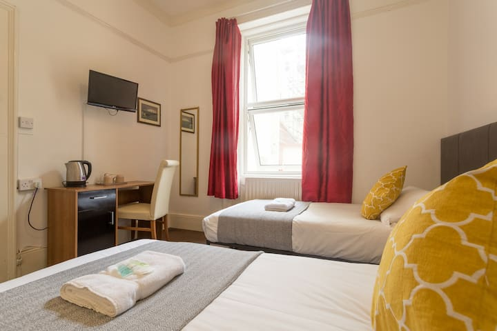 Lovely twin studio in the heart of Brighton
