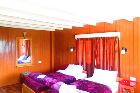 Lamthang Retreat cottage offers two twin bedrooms - Pelling