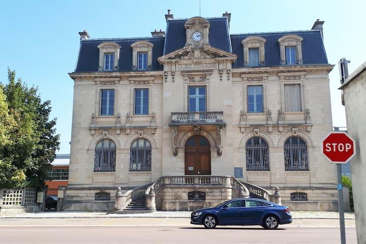 Grand T5 de caractère en CHAMPAGNE (Bar/Seine)
