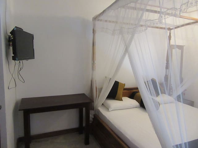 White Villa Beach Resort - Thalaramba - Bed & Breakfast