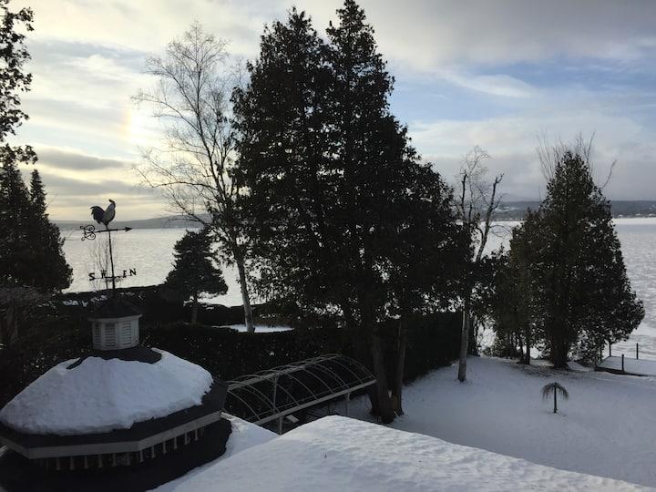 Large cottage house on Lake Memphremagog