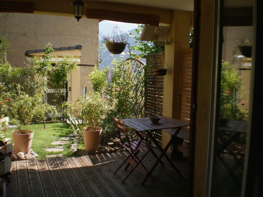 Haut village 2 p vue montagne jardin parking for Jardin 2 montagnes
