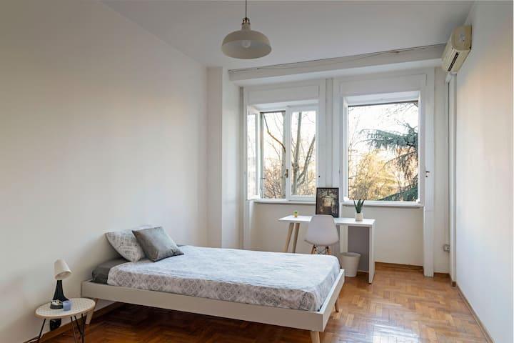 Huge Private Room w/ Balcony and AC - Navigli Area