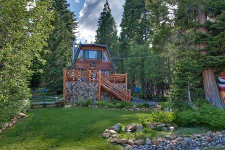 Chamberlands Bear's Den One block from Skiing - Homewood - Casa