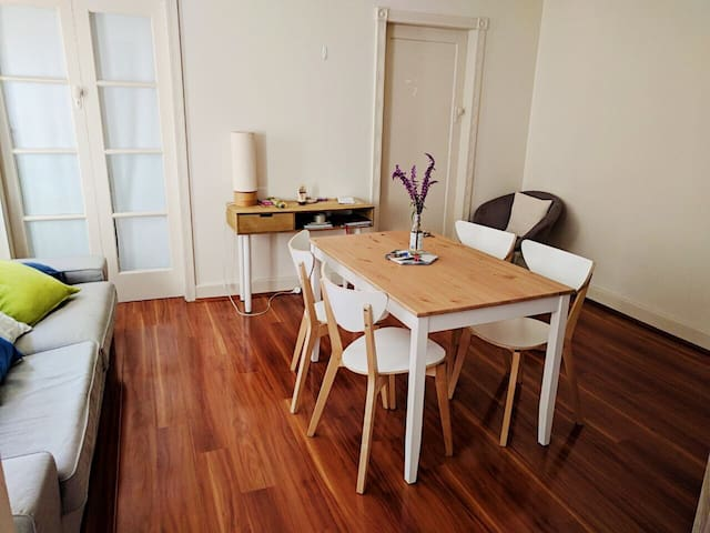 Bright private room available! ~ Bondi Beach ~