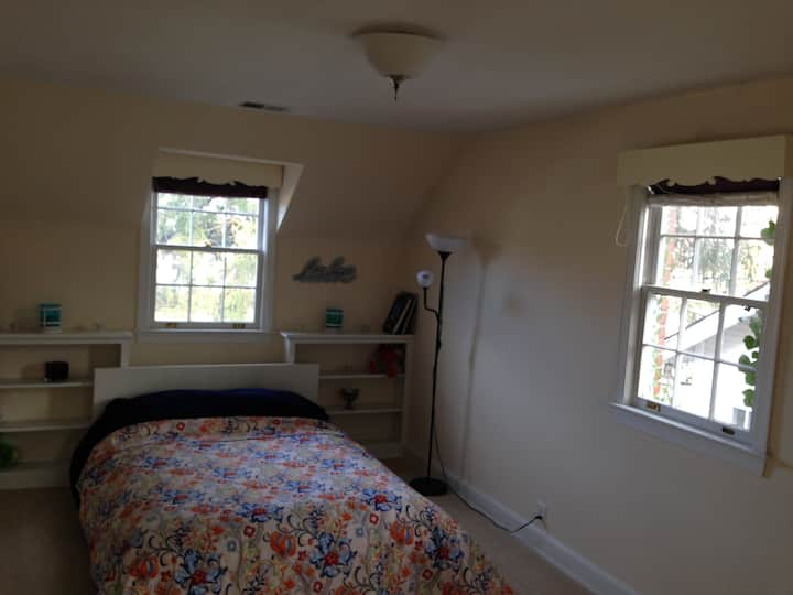 Great bedroom in Tenleytown