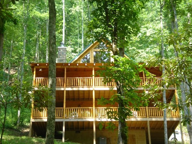 20% OFF SPECIAL! Sugar Bear Lodge - Sevierville  - Huis