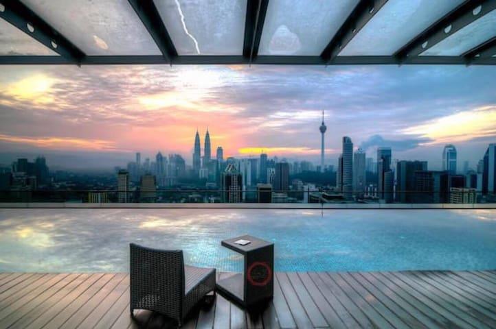 ZH CoZy Studio with Balcony@ Regalia KL View - Kuala Lumpur - Wohnung