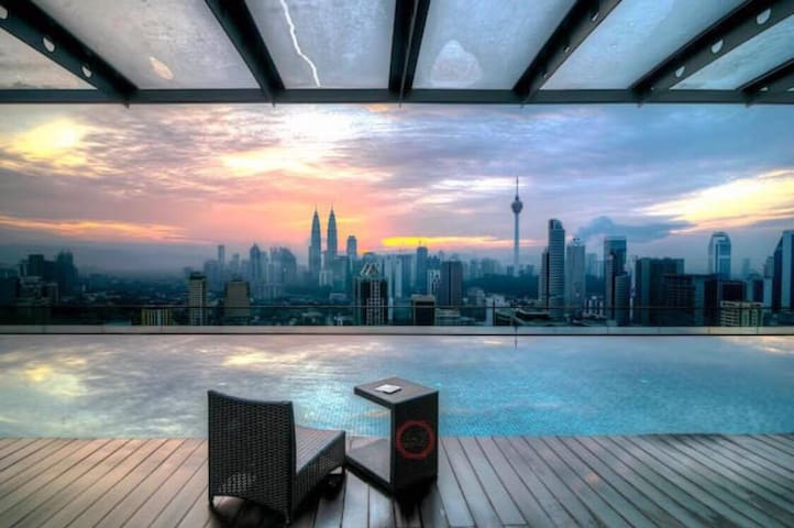 ZH CoZy Studio with Balcony@ Regalia KL View - Kuala Lumpur - Apartment