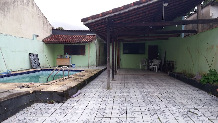 Casa com piscina para temporada em Ilha Comprida - Ilha Comprida