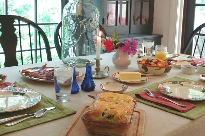 Enjoy breakfast-Kurts homemade muffins, fruit salad,Starbucks coffee