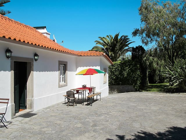 Comfortable holiday home in Colares