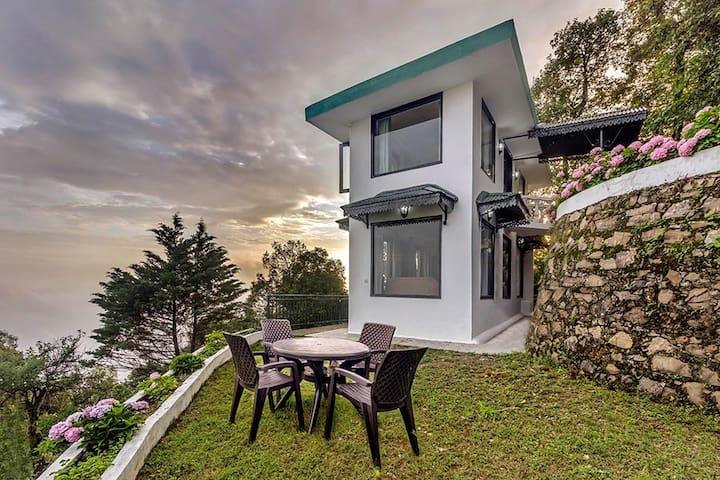 1 Room Villa w/ Mountain View+Breakfast @Mussoorie