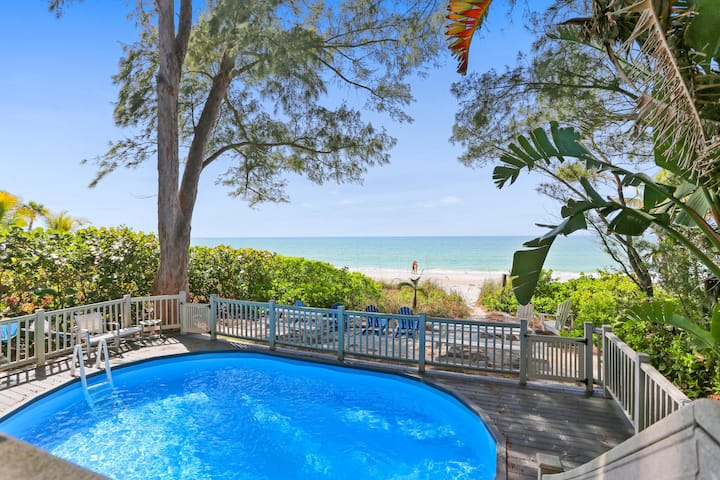 Breathtaking Townhome beach front with pool, BBQ and lots of great amenities!