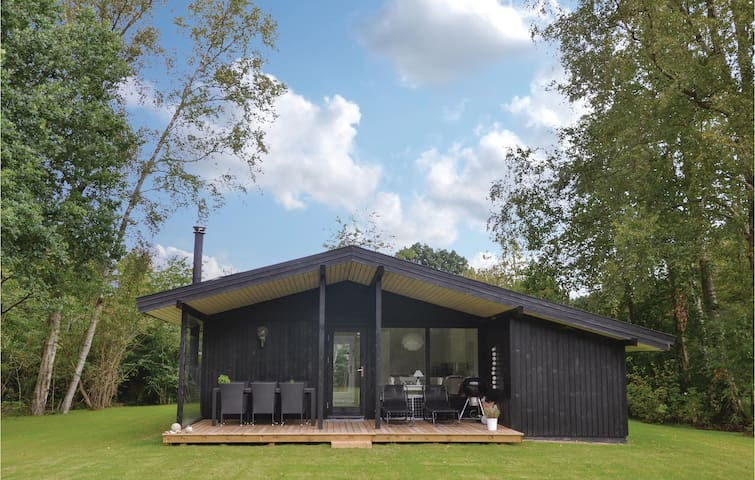 Holiday cottage with 4 bedrooms on 75m² in Hornbæk