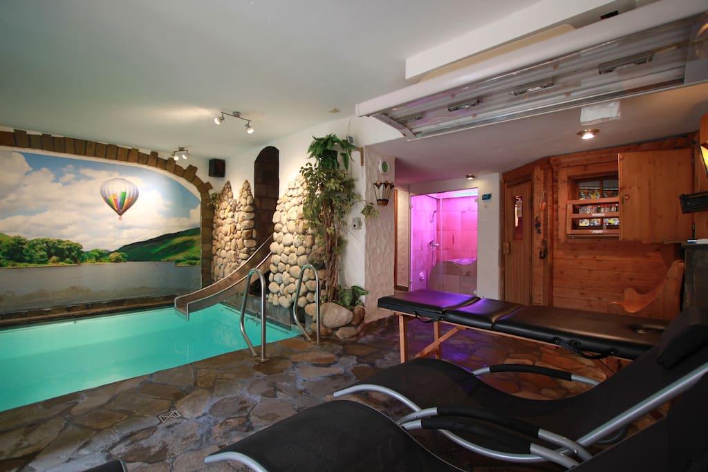luxus ferienwohnung mit hallenbad apartments for rent in zell mosel rheinland pfalz germany. Black Bedroom Furniture Sets. Home Design Ideas