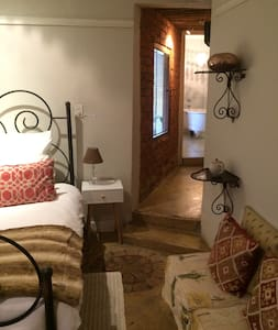 84 on 4th Guest House (Luxury Rm) - Bed & Breakfast