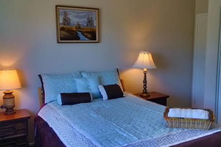 Cozy Room: Comfortable Bed and Nice Yard View - 喷泉谷(Fountain Valley) - 独立屋