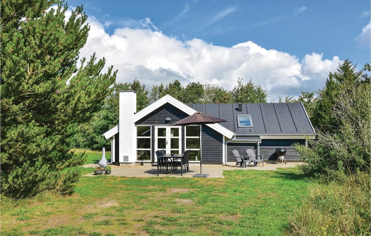 Holiday cottage with 3 bedrooms on 66m² in Skjern