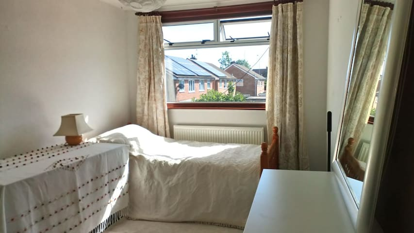 Large Sunny Room  with desk and strong WIFI.