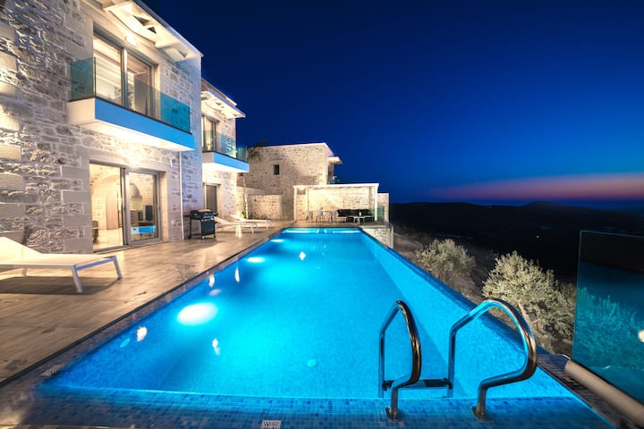 New Lux Villa★Infinity Pool★Jacuzzi★Stunning View