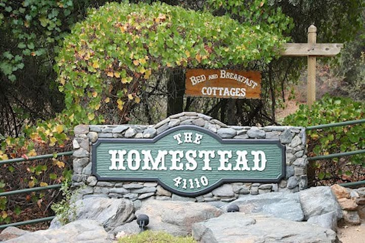 Homestead Cottages - Ahwahnee - Bed & Breakfast