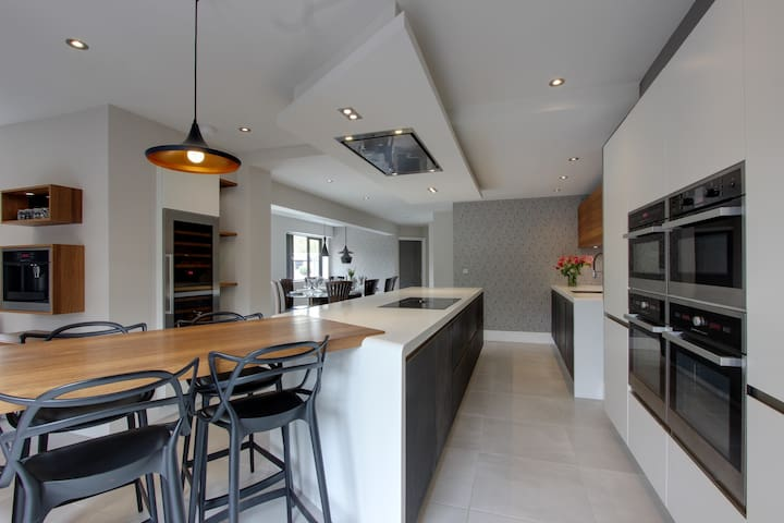 Luxurious 7 bed home