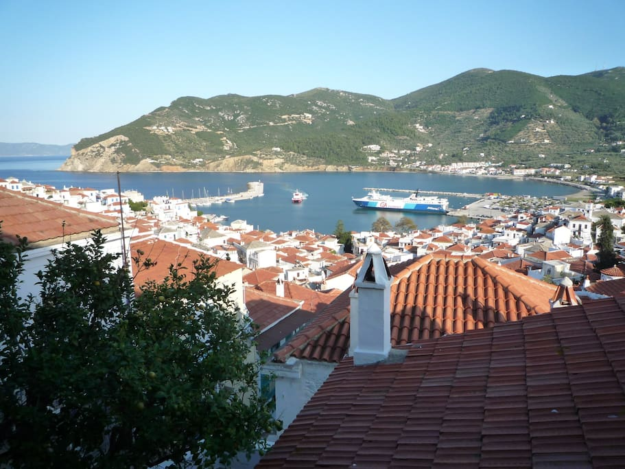 Panoramic views of the harbour, Skopelos bay and the islands beyond.