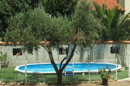 Loue villa jusqu'à 8 personnes - PIA - Rumah