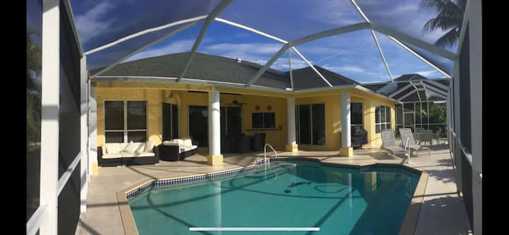 * GULF ACCESS CANAL, SCREENED LANAI,  4 BEDROOMS!
