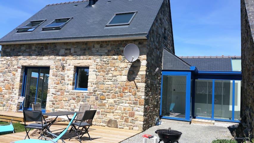 Maison neuve en pierres à 200m de la mer - Crozon - Hus
