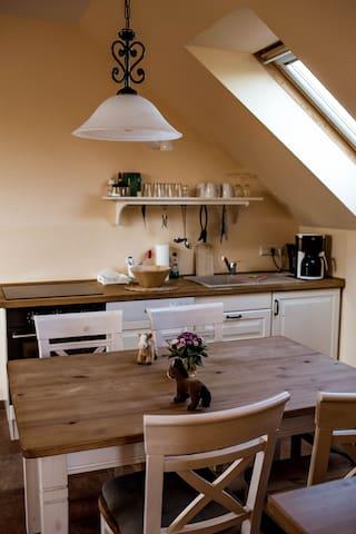 Küche und Essbereich (Perspektive 2).